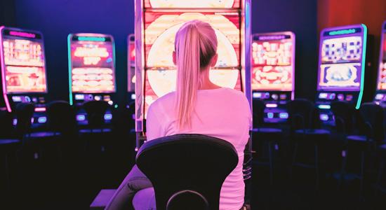Девушка игровые автоматы игровые автоматы курск